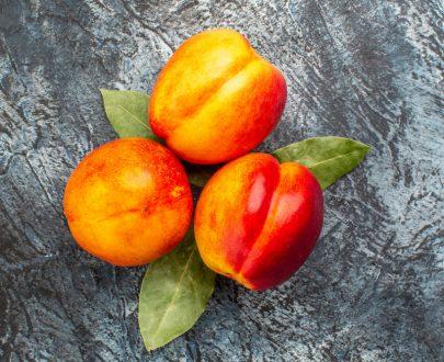 nectarine jaune fraiche en direct de Rungis disponible à l'épicerie du château au Lamentin, Martinique